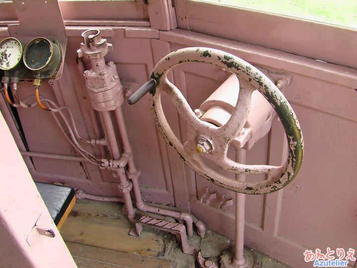 モ401運転席