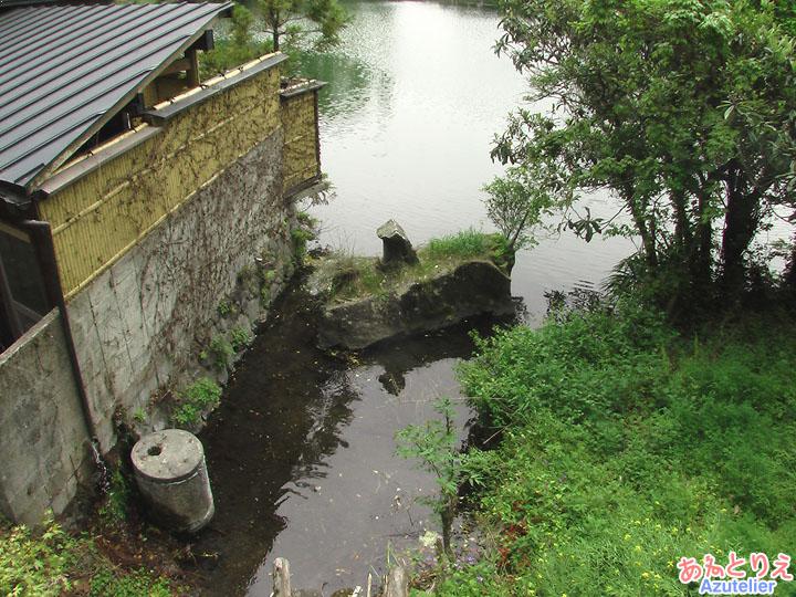 金鱗湖の祠