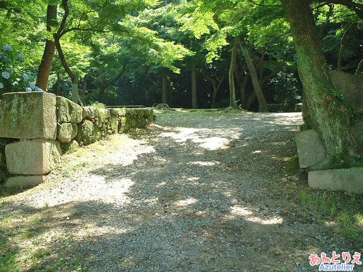 石垣の上(竹千代橋)