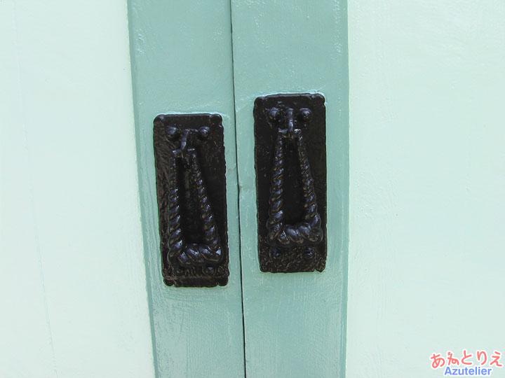 扉の取手(同窓記念会館建物)