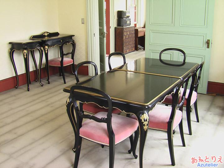 テーブルセット(展示室)