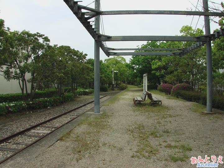 志免鉄道記念公園(左側)