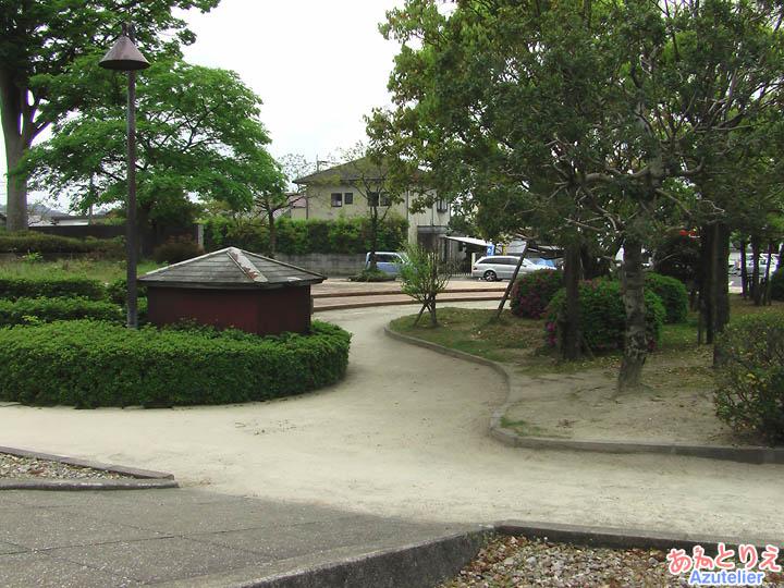 志免鉄道記念公園(右側)