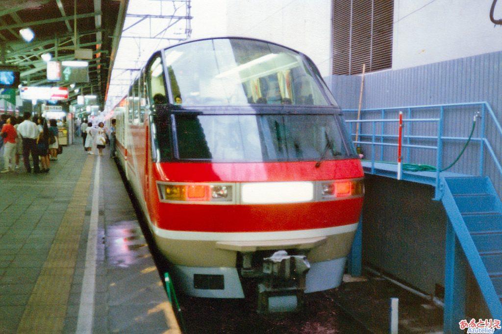 1000系パノラマスーパー@新岐阜駅