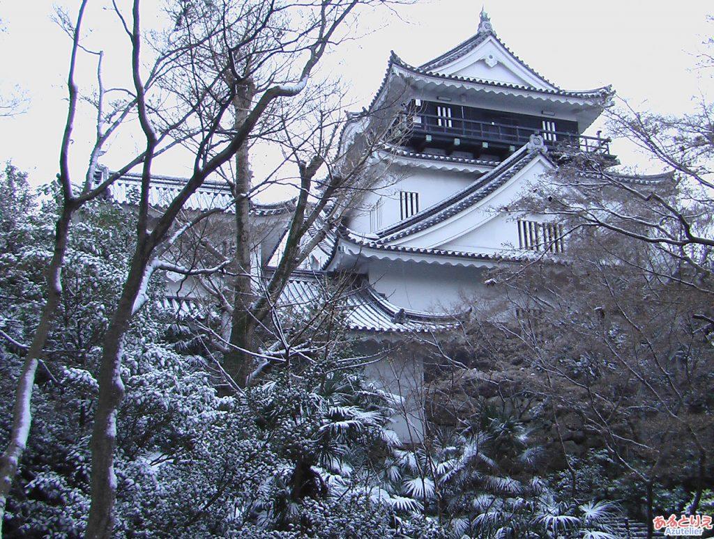 雪の日の岡崎城(北側)