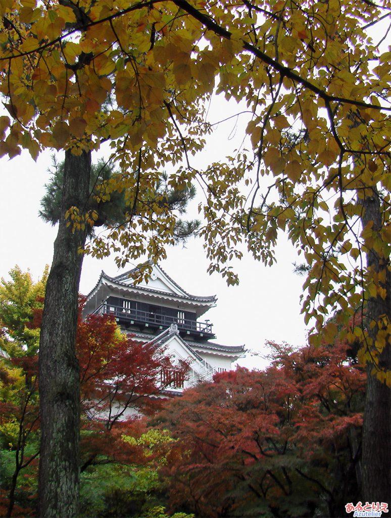 紅葉の岡崎城(北側)
