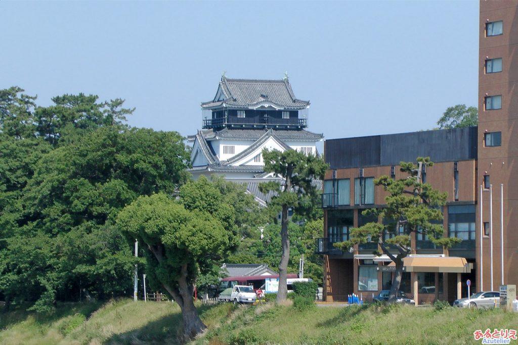 岡崎城(東側)