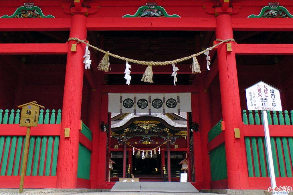 楼門から社殿(拝殿)を望む