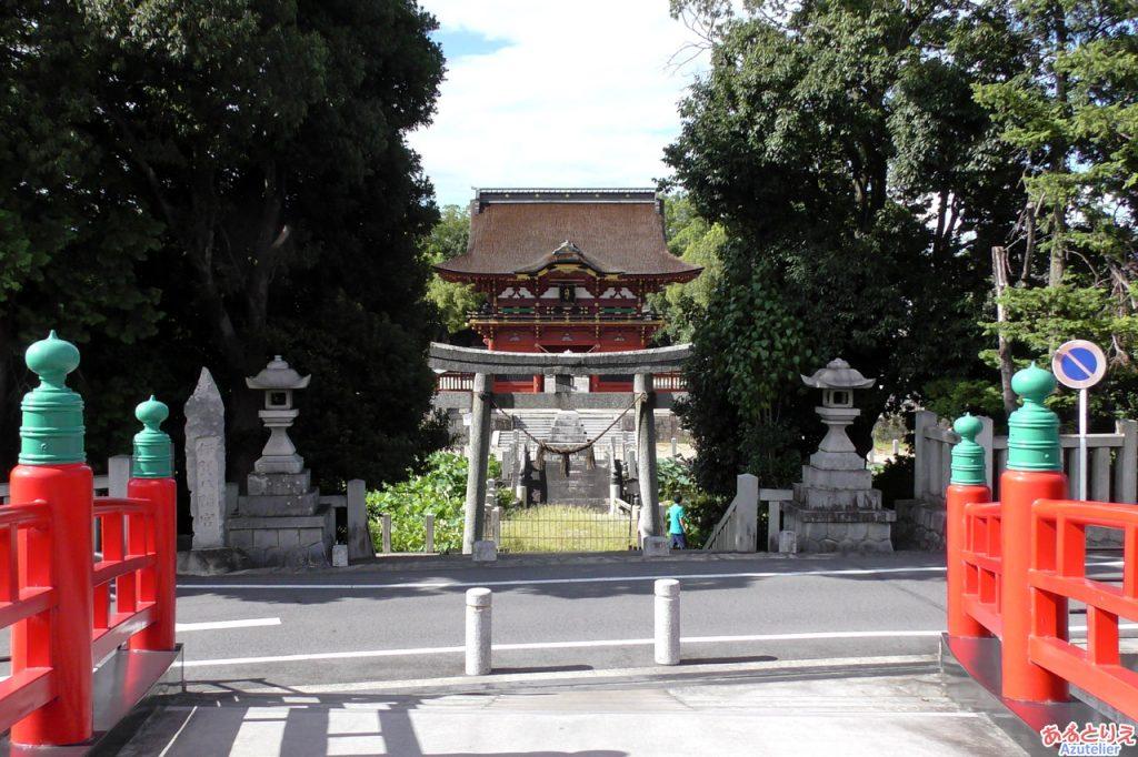 伊賀八幡宮:神橋から境内を望む