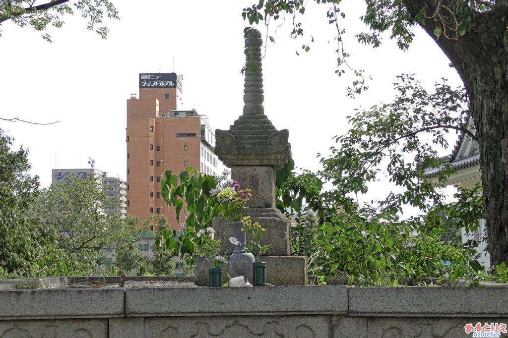 浄瑠璃姫の墓