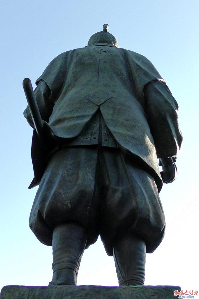 家康公銅像後ろ