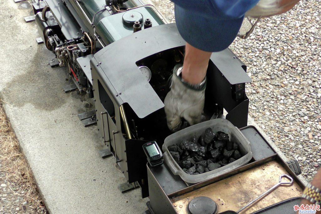 本物の石炭を燃やして走る、ミニSLです。
