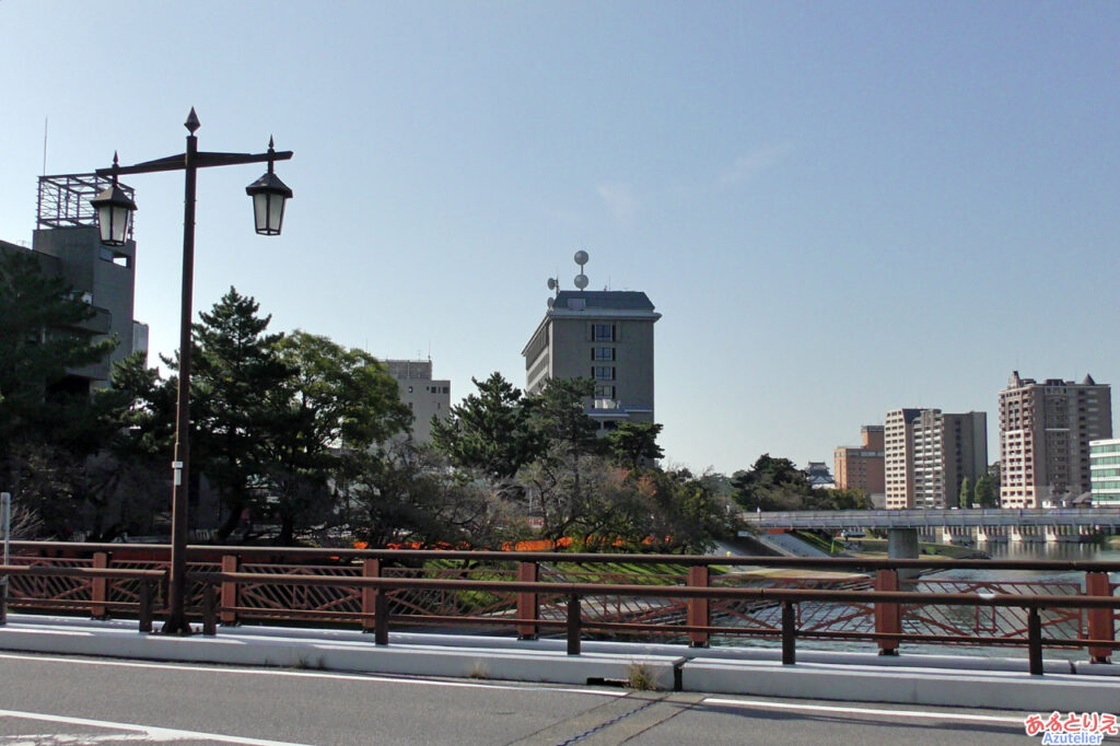 明代橋から桜の城橋を見るとこんな感じです