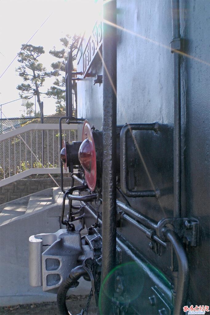 光る炭水車